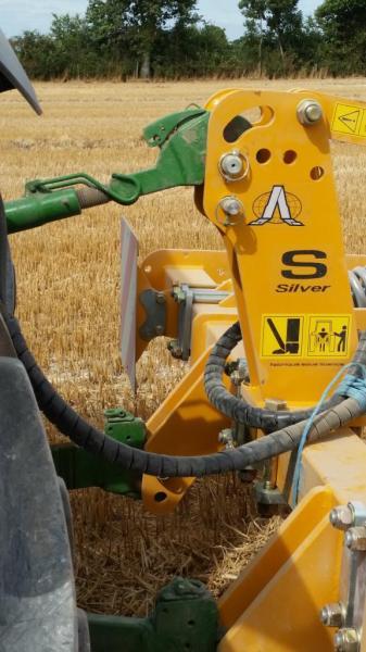 Liaison tracteur outil - Report de charge dynamique